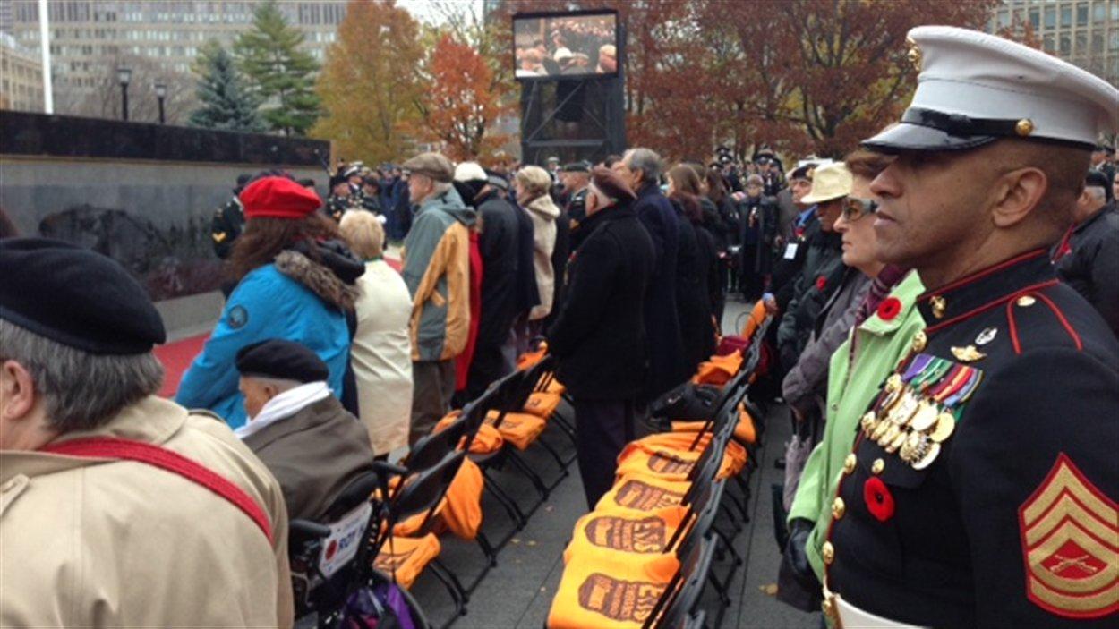 Des vétérans participent à une cérémonie devant Queen's Park