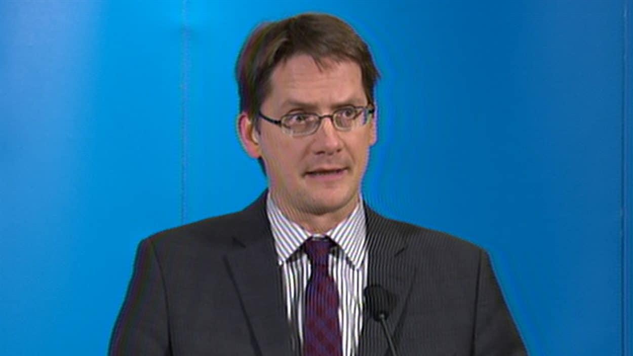 Le ministre des Transports et ministre des Affaires municipales, des Régions et de l'Occupation du territoire, Sylvain Gaudreault