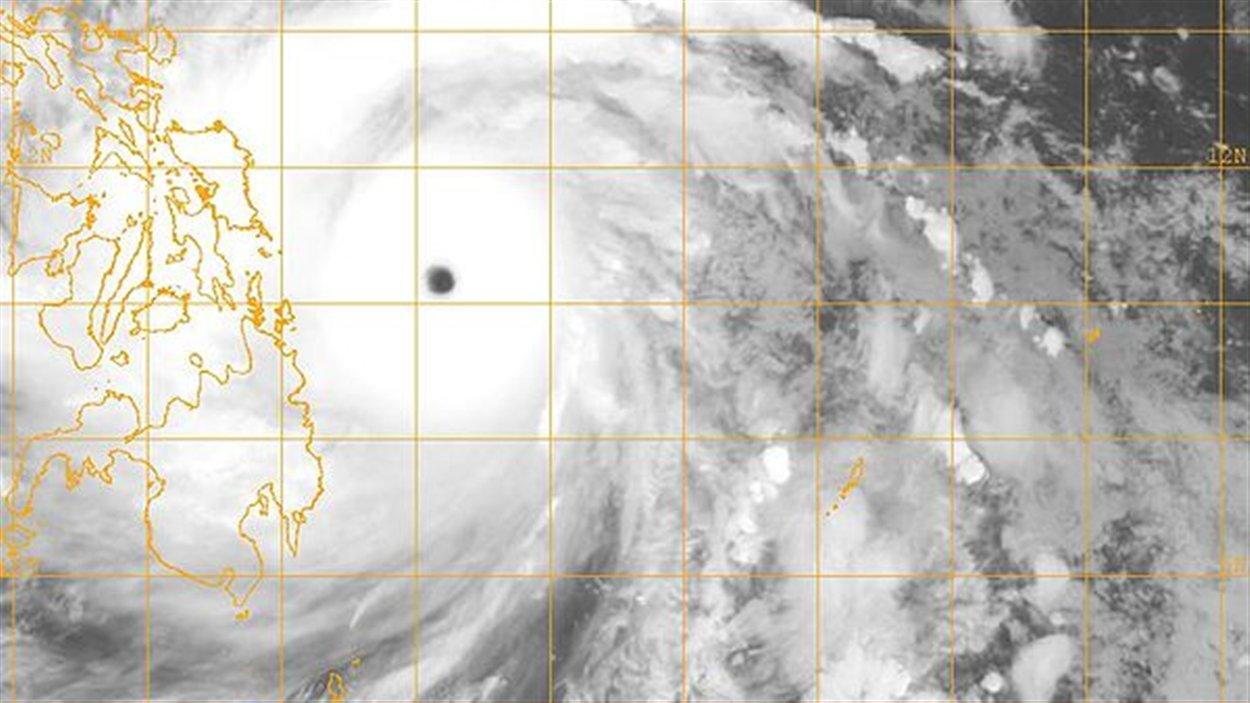 Image du satellite météorologique du typhon Haiyan s'approchant des Philippines le 7 novembre à sa plus forte intensité.