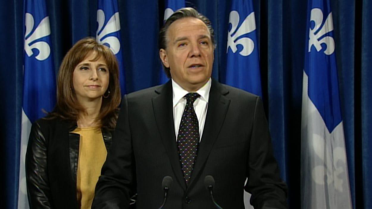 Le chef de la CAQ, François Legault, et la députée caquiste de Montarville, Nathalie Roy, le 14 novembre, à Québec