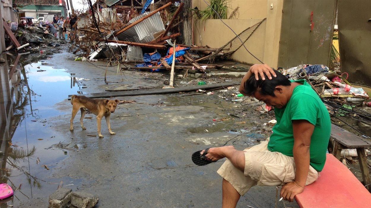 Allan Labita a perdu sa maison et cinq membres de sa famille, dont sa mère et son fils Axe, qui venait tout juste d'avoir 7 ans.