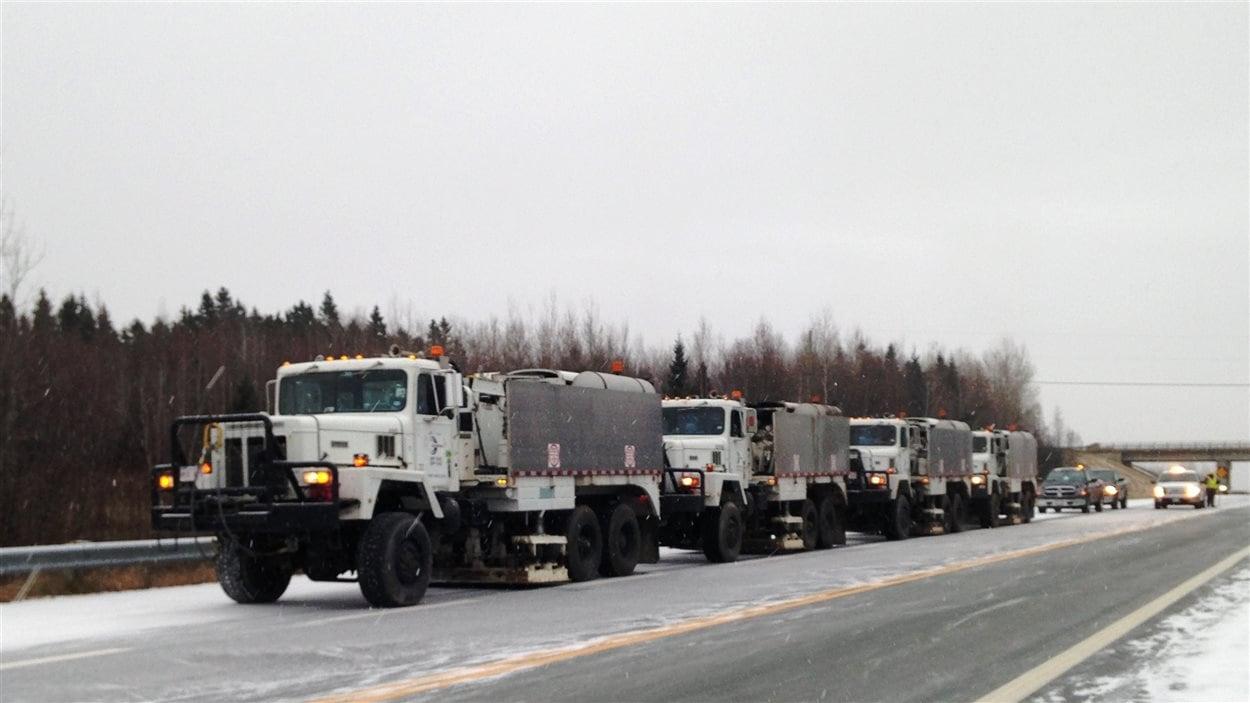 Les camions de prospection sismique de l'entreprise SWN Resources