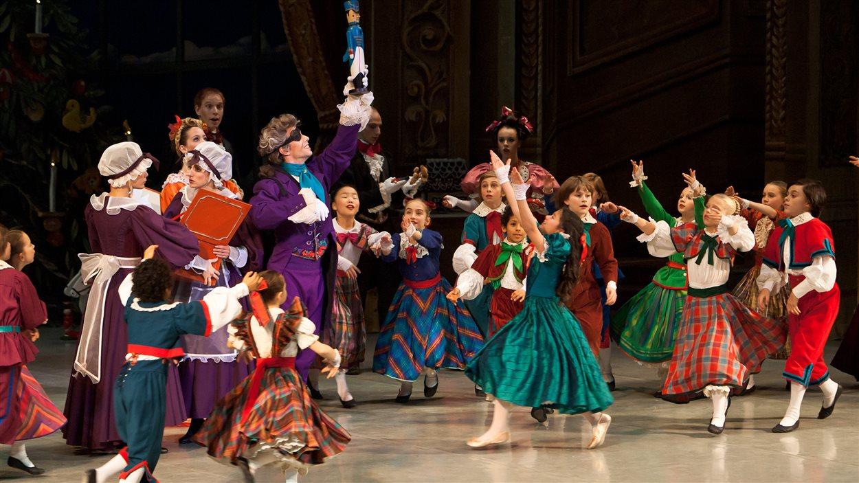 Une scène de Casse-Noisette des Grands ballets canadiens