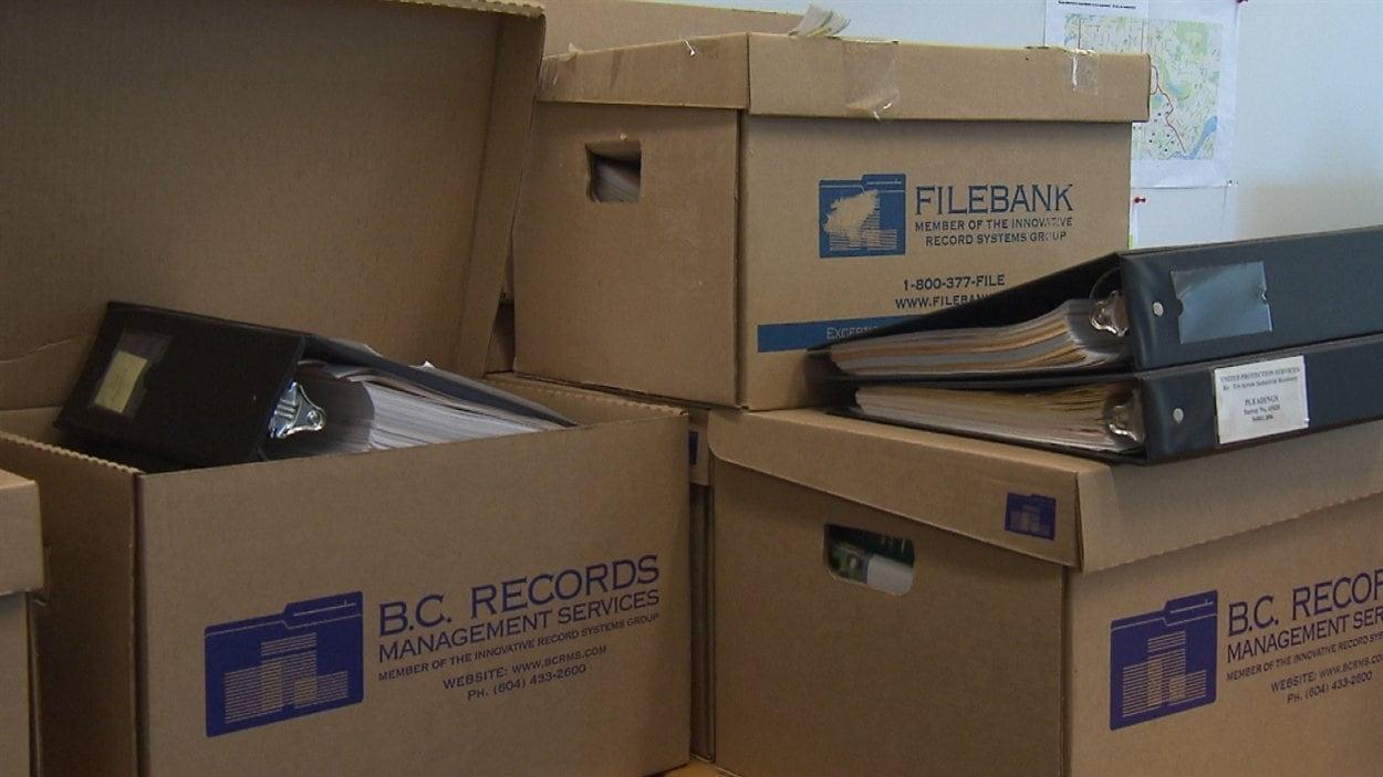 Des boîtes de documents au cabinet d'avocats Heenan Blaikie, embauché par le CSF et la FPFCB.
