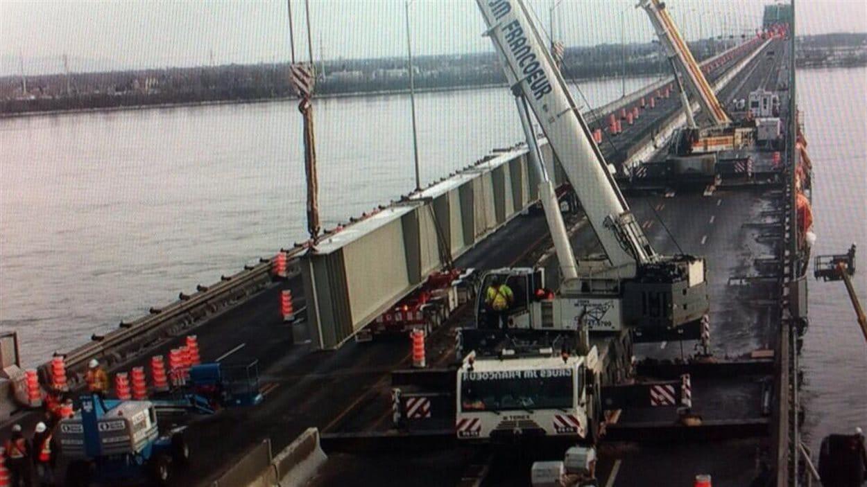 Opération « super-poutre» sur le pont Champlain, le 30 novembre 2013