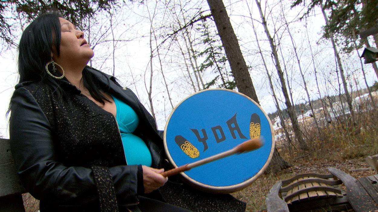 Geraldine et des milliers d'Autochtones luttent contre le passage du pipeline d'Enbridge en Colombie-Britannique.