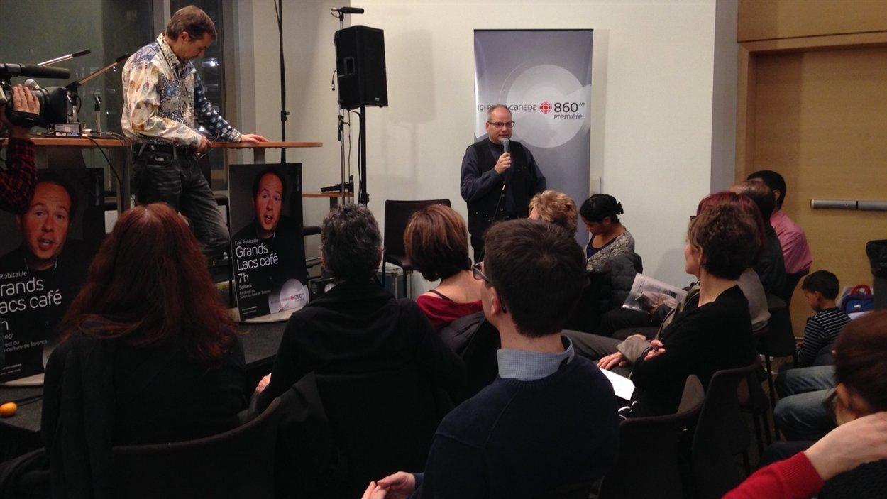 Le président de l'ACFO-Toronto, Gilles Marchildon s'adresse aux participants du forum