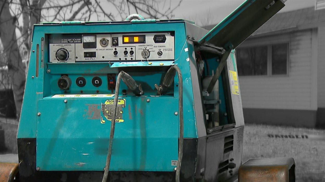 Appareil utilisé pour dégeler les tuyaux d'alimentation en eau des maisons