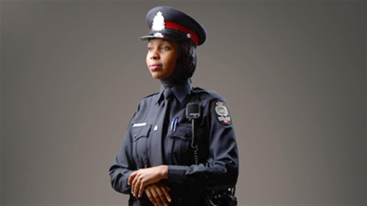 Prototype de hijab adapté au travail policier