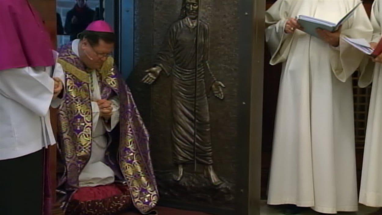 La porte sainte a été inaugurée lors d'une cérémonie, dimanche soir.