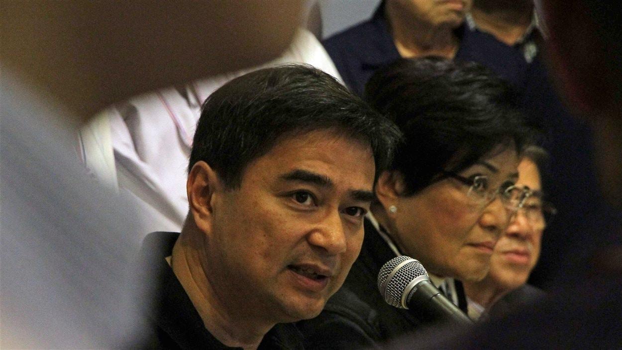Des leaders de l'opposition tiennent une conférence de presse, le 8 décembre.