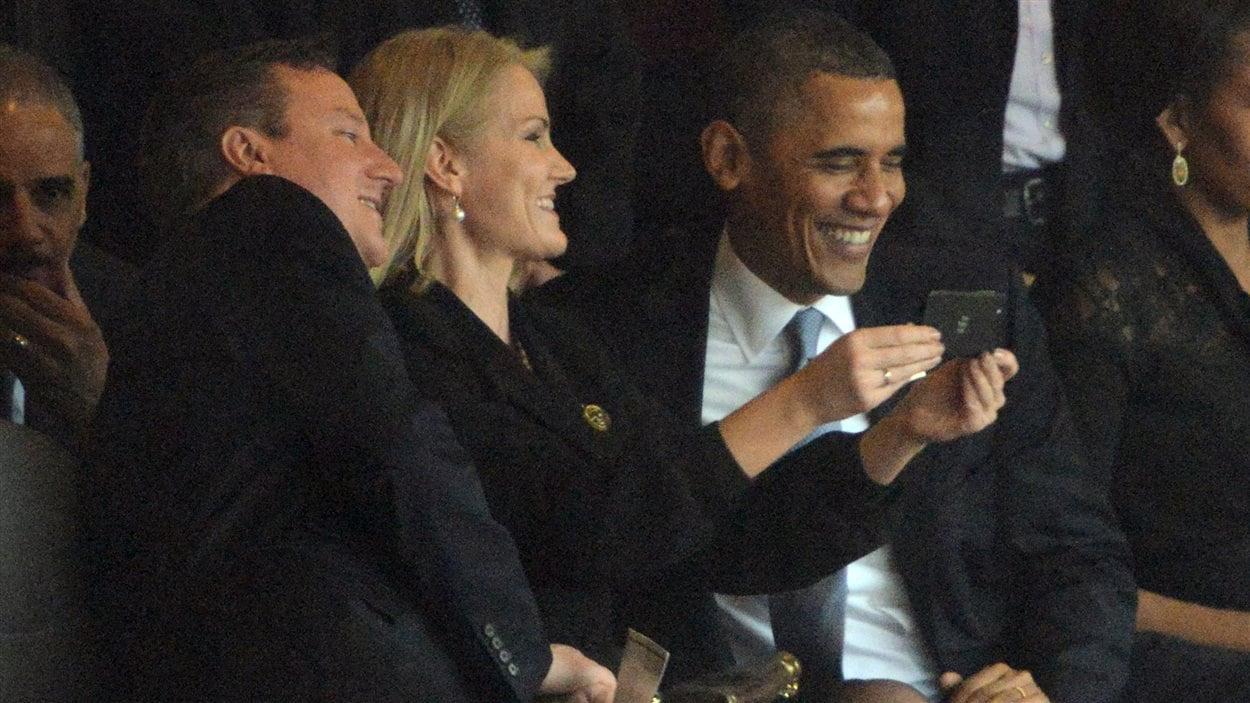 Le président américain Barack Obama, la première ministre danoise Helle Thorning-Schmidt et le premier ministre britannique David Cameron ont immortalisé les funérailles de Nelson Mandela, le temps d'une autophoto (un «selfie»), mardi.