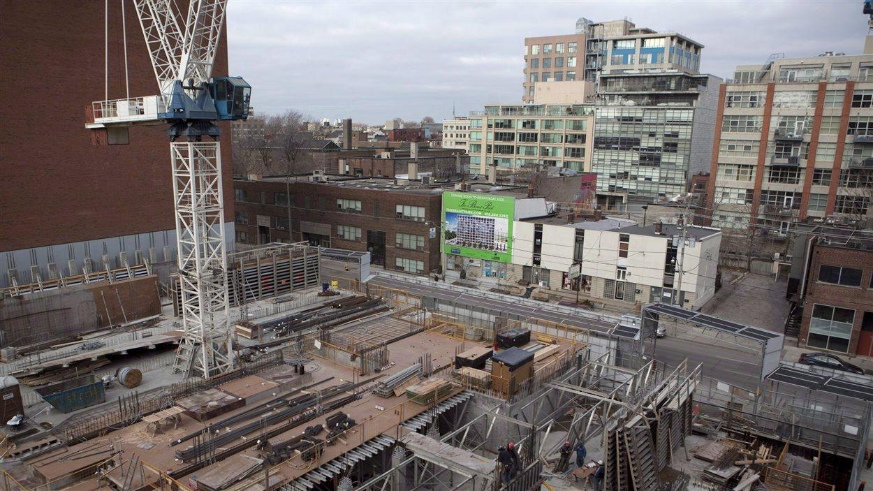 Construction de condos à Toronto.