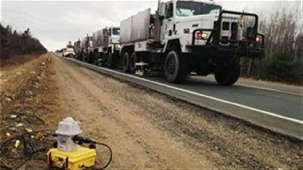 Les camions de prospection sismique de SWN Ressources.