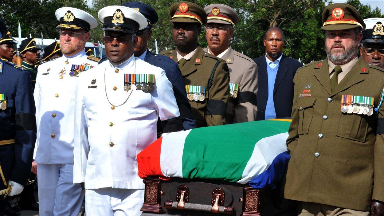La dépouille mortelle de Nelson Mandela est arrivée à Qunu.