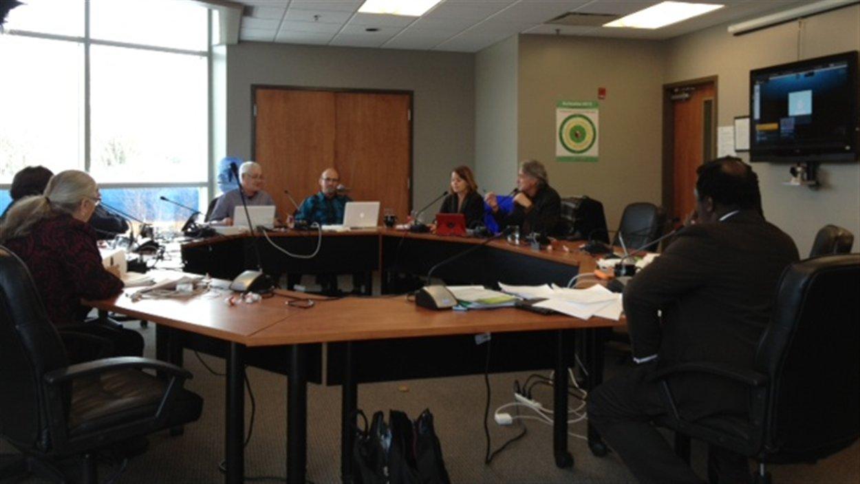 La réunion de décembre du Conseil scolaire fransaskois à Saskatoon a été le théâtre du limogeage de la présidente Elizabeth Perreault et de la démission du conseiller Yvan Lebel.