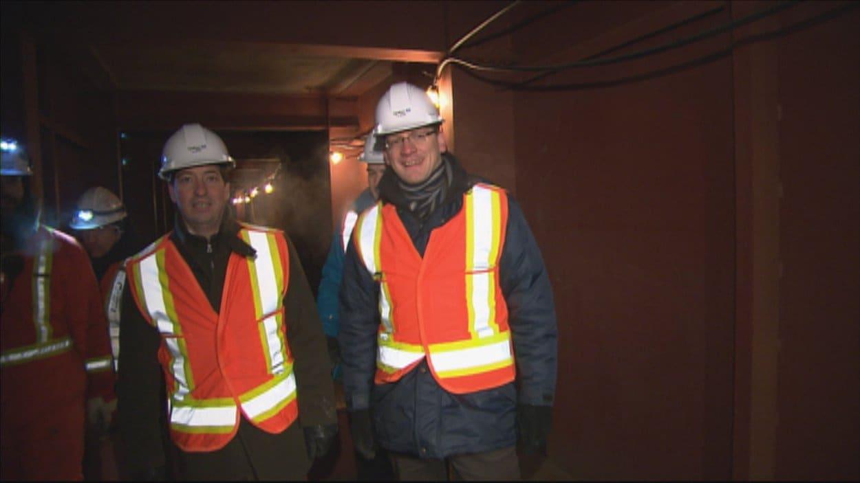 Les ministres Stéphane Bédard et Sylvain Gaudreault ont visité le chantier du pont Dubuc