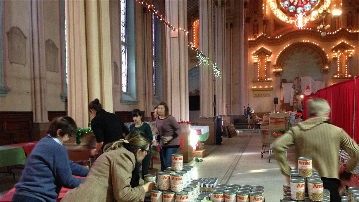 Le magasin-partage annuel pour les familles démunies se déroulait cette année dans la nef de Sainte-Brigide