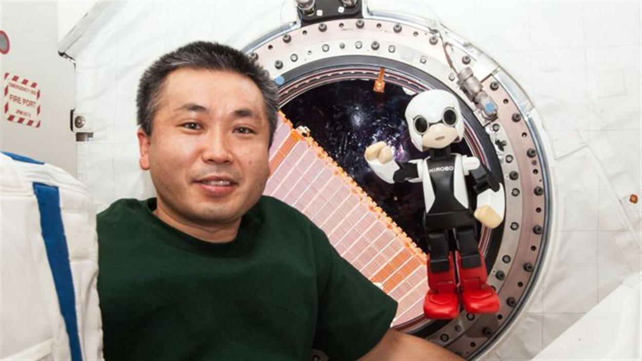 L'astronaute Koichi Wakata et le robot Kibo