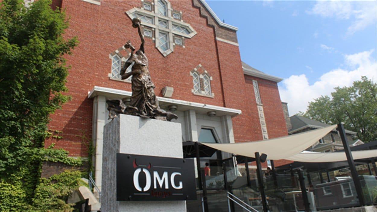 L'église Sainte-Thérèse à Sherbrooke, occupée par le restaurant OMG Burger