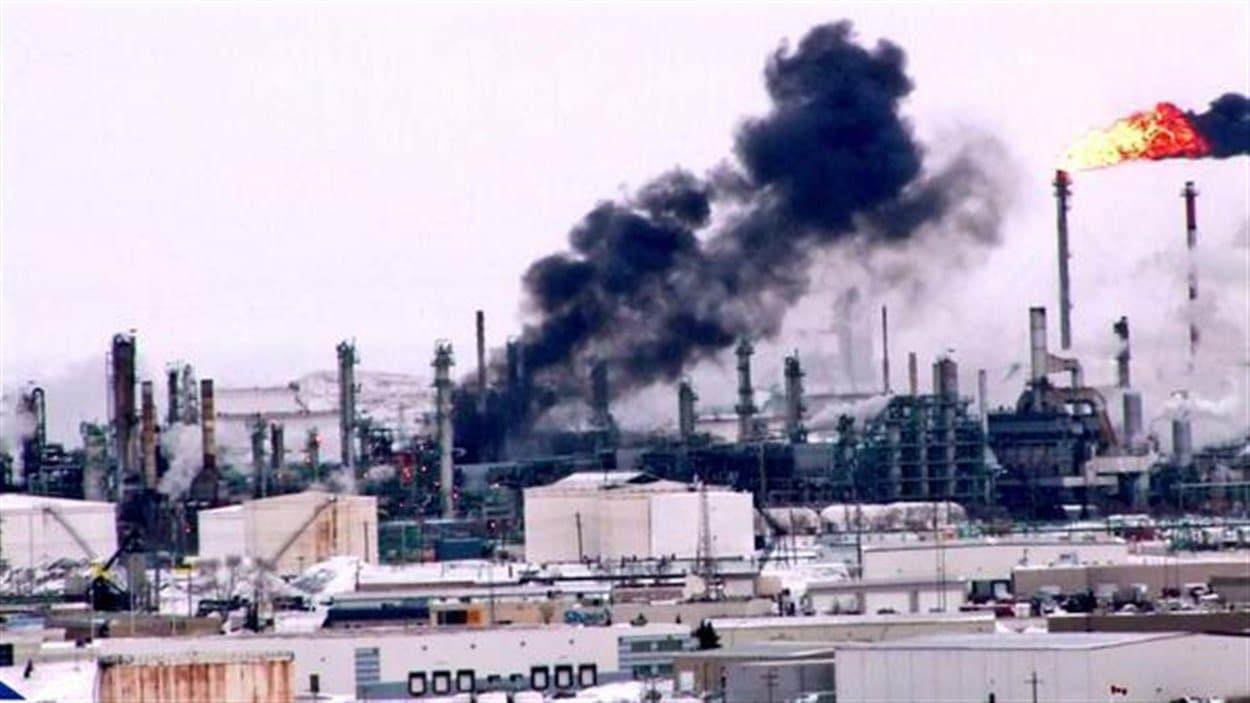 Un incendie a suivi une explosion à la raffinerie Co-op de Regina, la veille de Noël vers 15 h 30.