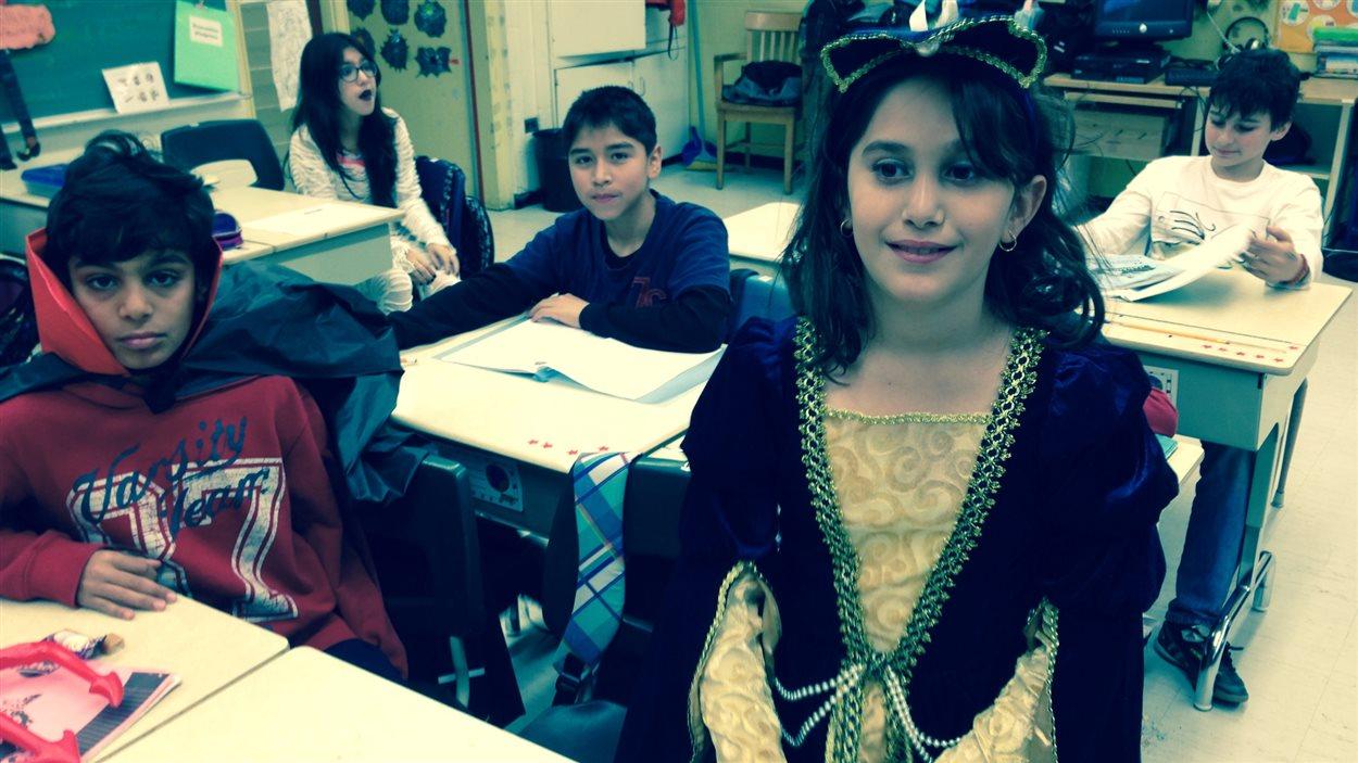 Des élèves déguisés pour l'Halloween.