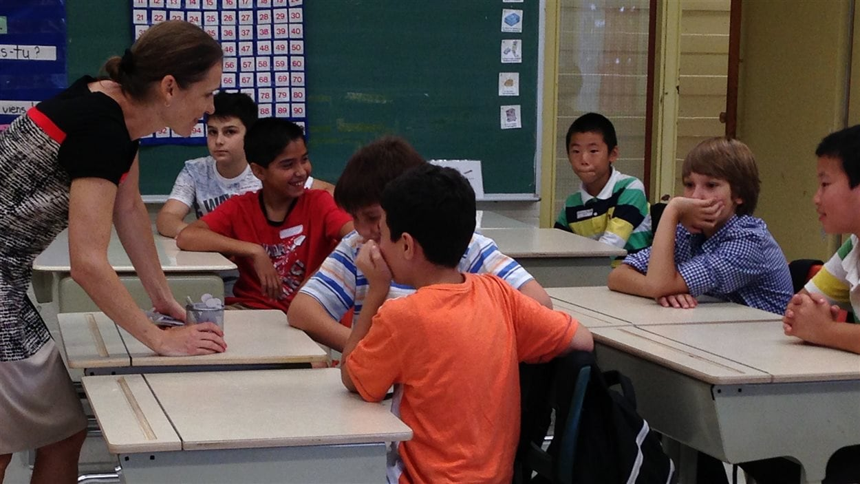 Yadviga Kontantinova dans sa classe de l'École Saint-Louis