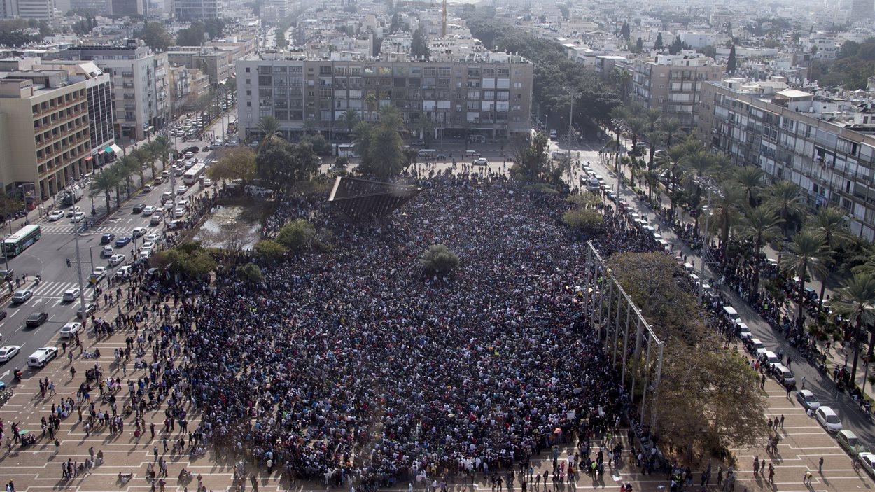 Des milliers de demandeurs d'asile africains qui sont entrés illégalement en Israël via l'Égypte manifestent à Tel-Aviv le 5 janvier 2014.