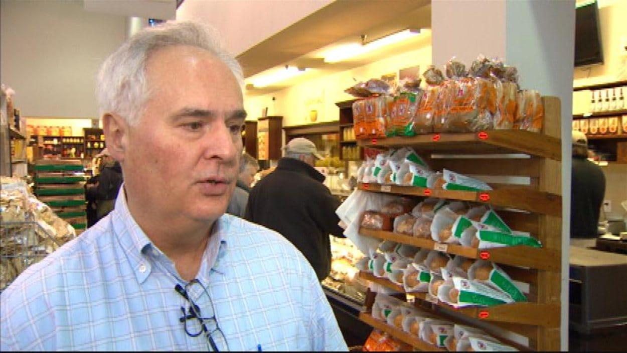 Le vice-président de l'épicerie italienne Bosa Foods, Lui Bruschetta, accorde une entrevue dans son établissement de Vancouver le 6 janvier 2013.