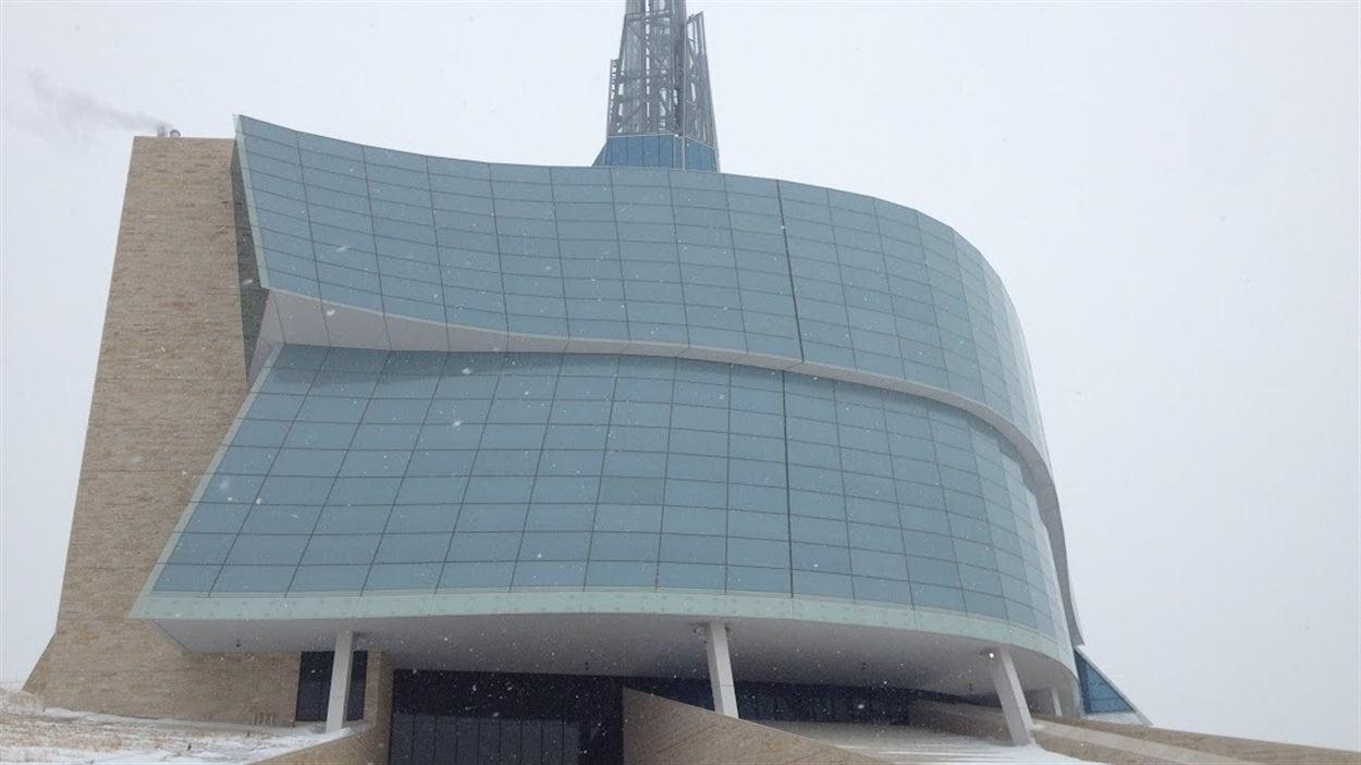 Vue extérieure du Musée canadien pour les droits de la personne.