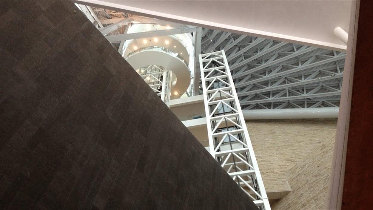 Plusieurs matériaux ont été utilisés pour la construction du Musée canadien pour les droits de la personne.