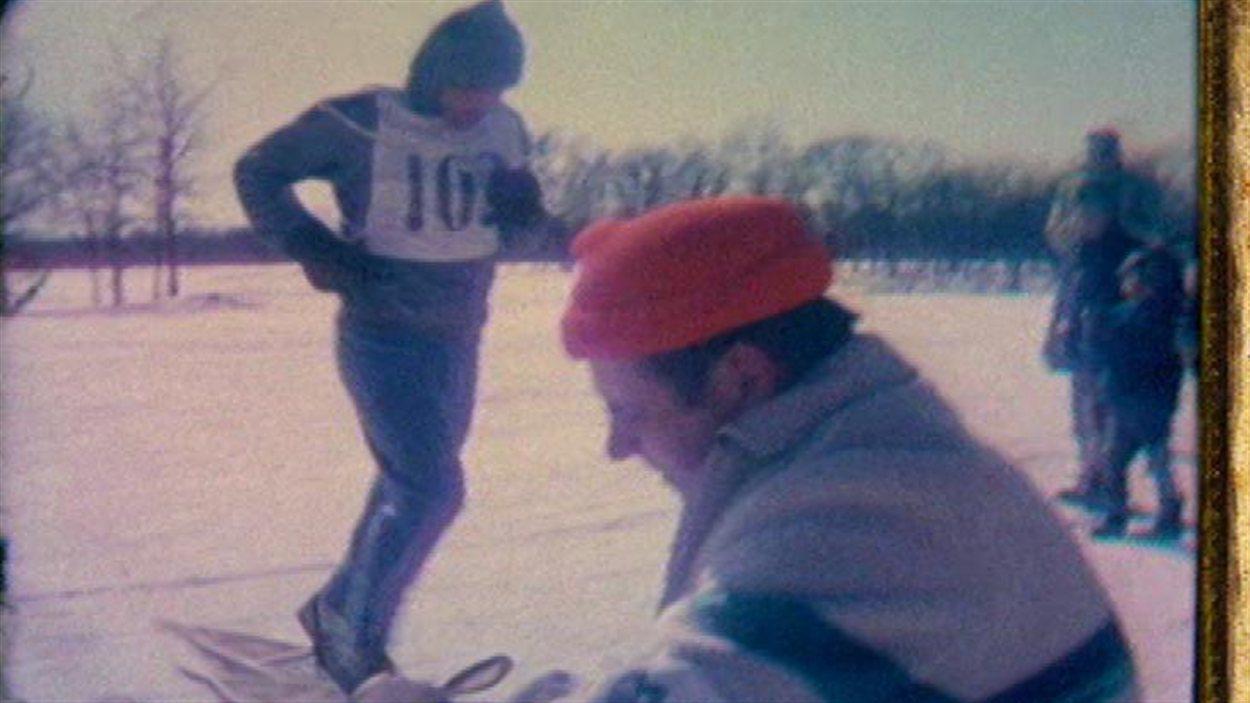 Des courses de raquettes étaient également organisées lors des premières éditions du Festival du Voyageur.