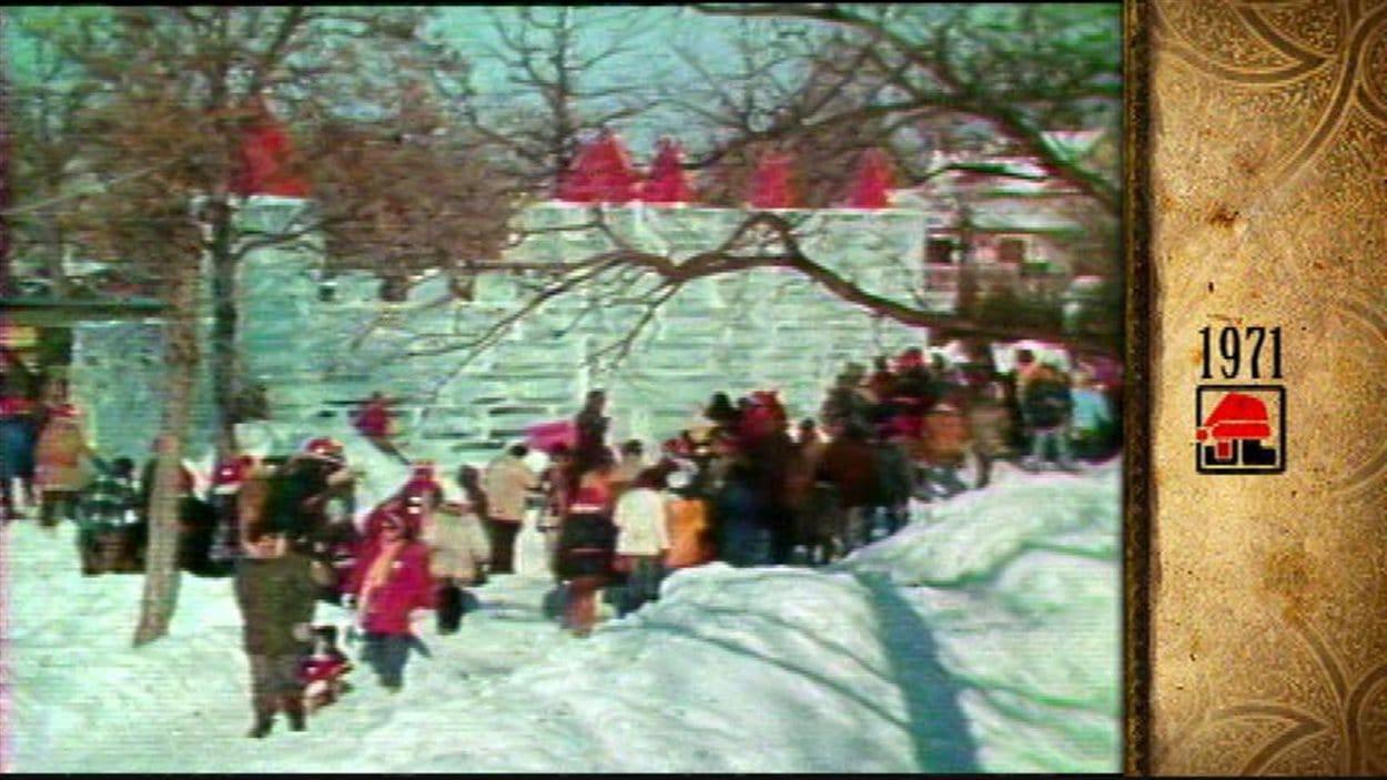 Un château de glace a été construit plusieurs années de suite, avant d'être abandonné pour des raisons de coût.