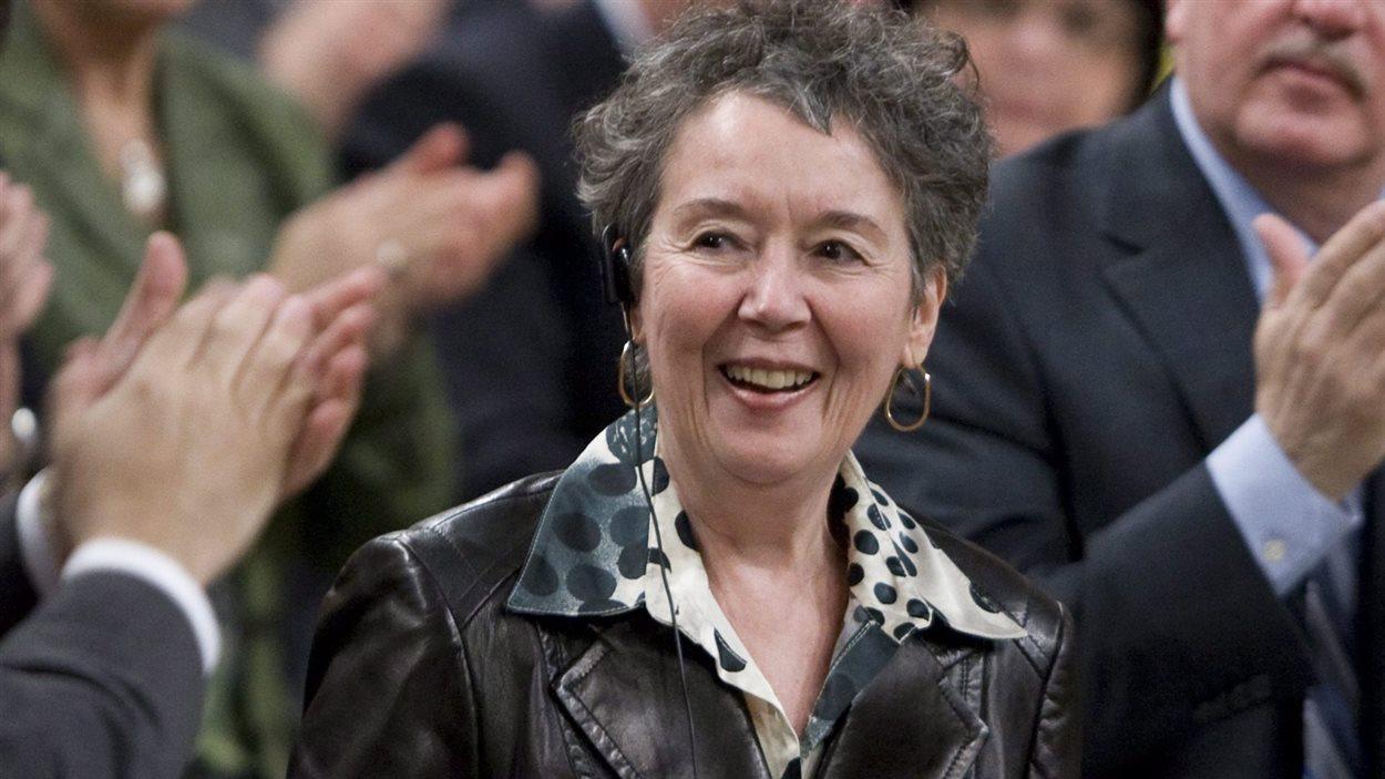 La députée Francine Lalonde ovationnée aux Communes, en 2009.