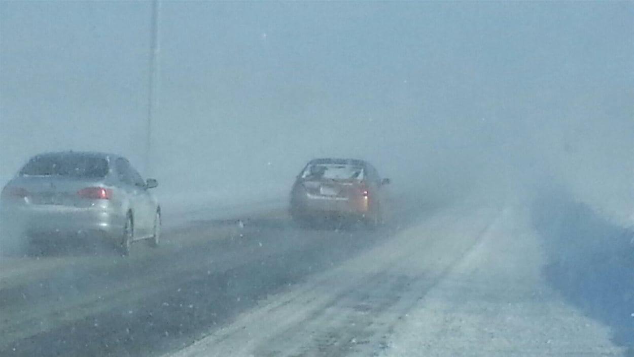 Conditions routières difficiles sur l'autoroute 10 entre Magog et Sherbrooke.