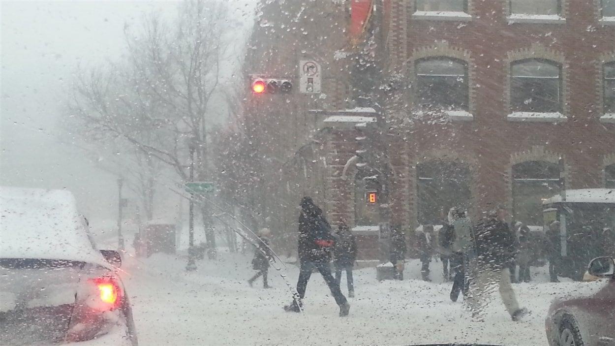 La neige a surpris plusieurs automobilistes.