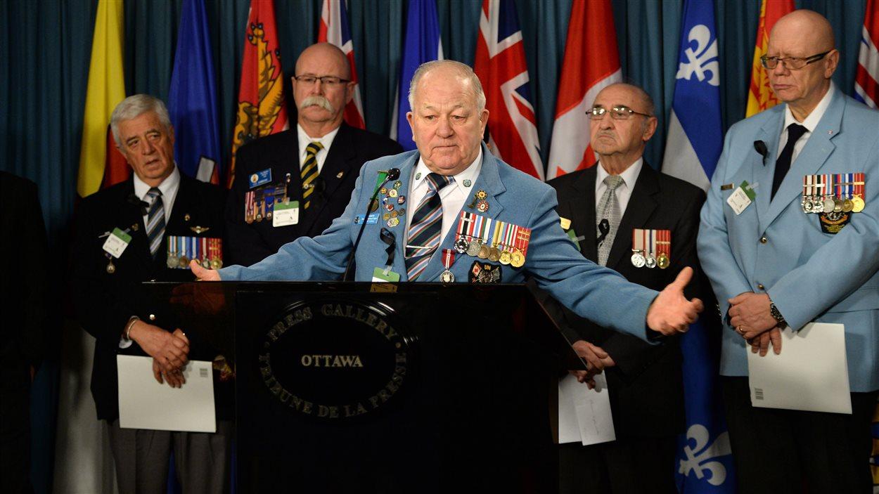 Ron Clarke déplore la fermeture de huit centres de services régionaux pour les anciens combattants à travers le pays.