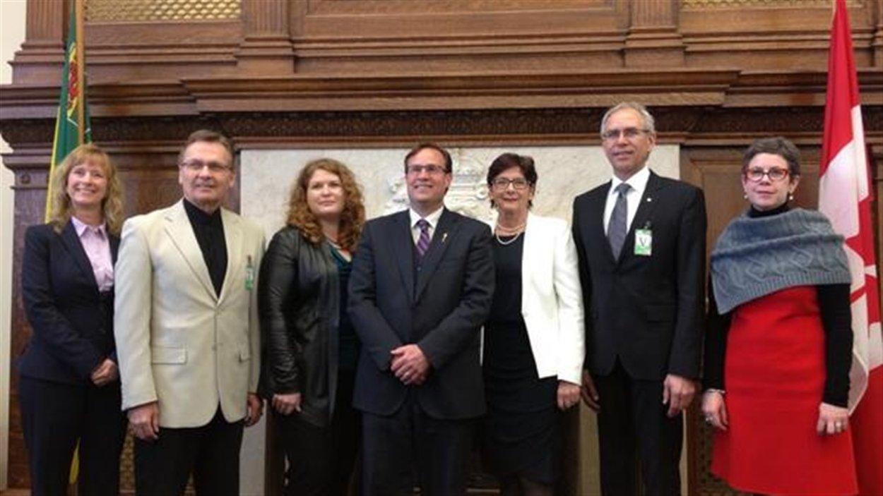 Les signataires de l'entente de principe sur le postsecondaire en français en Saskatchewan