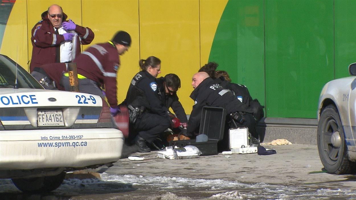 Les policiers sont venus en aide à la personne blessée