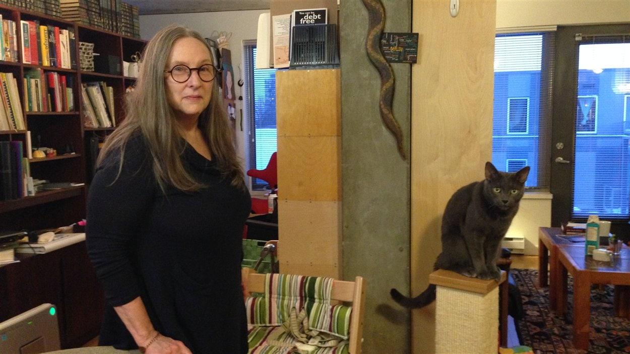 Catherine Rahal compte vieillir dans son condo, en développant des liens d'entraide avec les voisins les plus âgés de l'immeuble