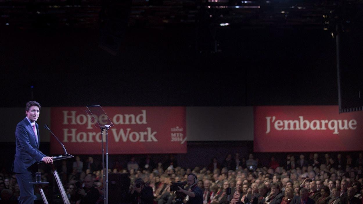 Le chef du PLC, Justin Trudeau, lors de son discours prononcé samedi devant les quelque 3000 délégués réunis à Montréal