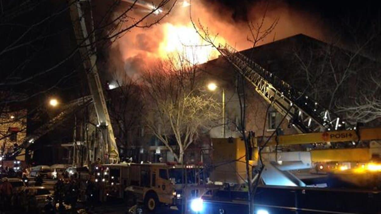 Incendie rue Mackay à Montréal