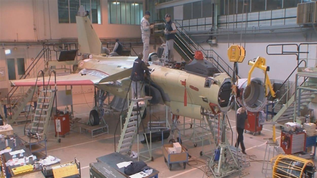 L'assemblage d'un avion Rafale de Dassault Aviation