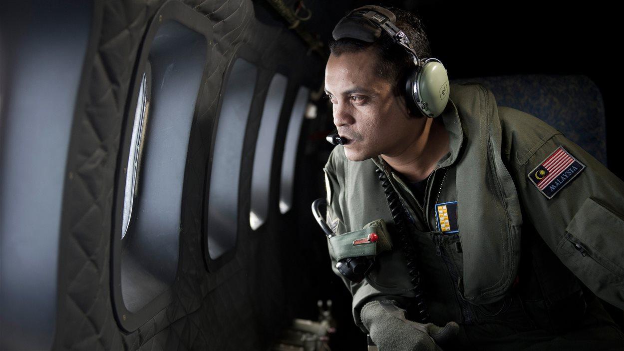 Les recherches se poursuivent afin de retrouver le vol 370 Malaysia Airlines, le 14 mars 2014.