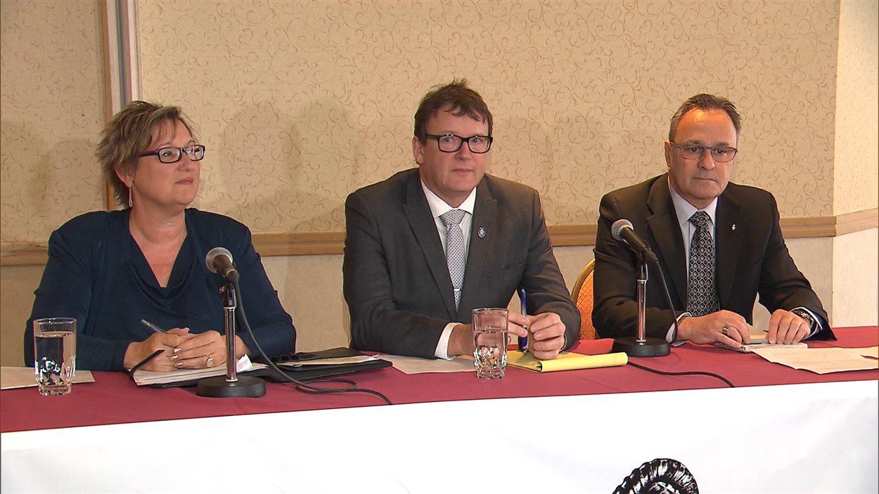 Lucie Martineau (SISP), Jacques Létourneau (CSN) et Daniel Boyer (FTQ), porte-paroles du Front commun
