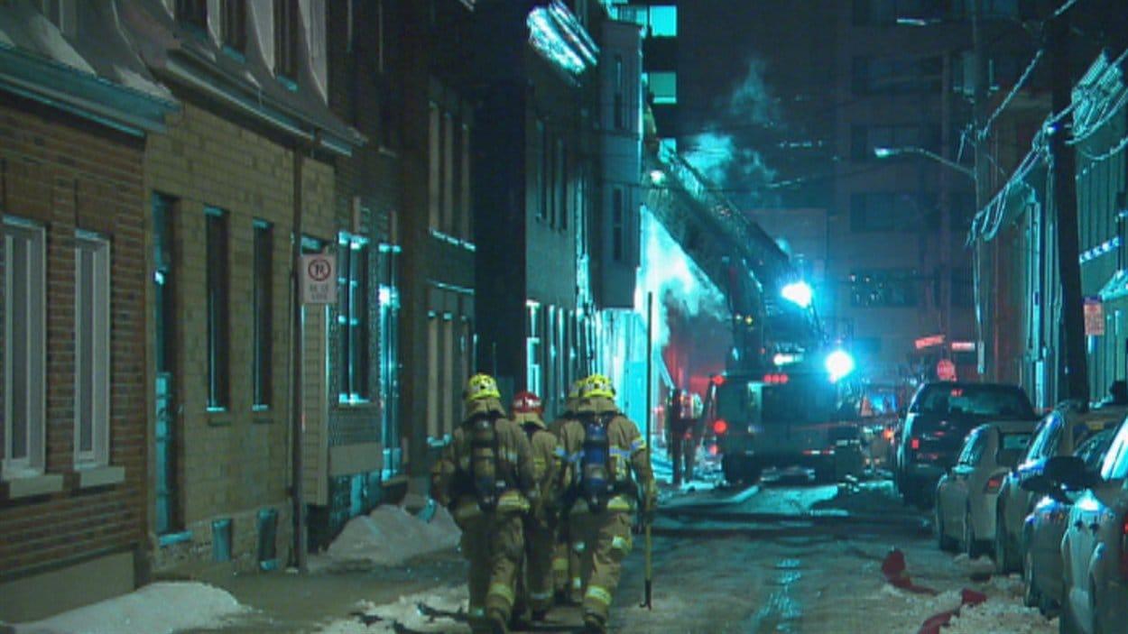 Les pompiers de Québec interviennent sur la rue Kirouac.
