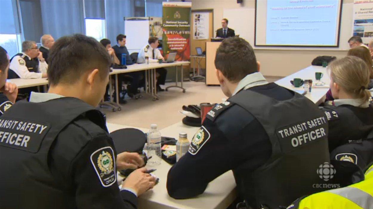 Des gardiens de sécurité de GO en formation sur le terrorisme