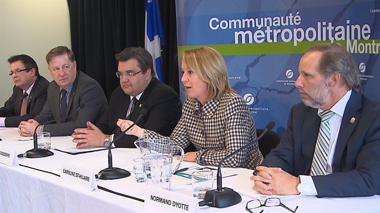 Les maires de la Communauté métropolitaine de Montréal présentent leurs demandes au futur gouvernement québécois, le 20 mars 2014.