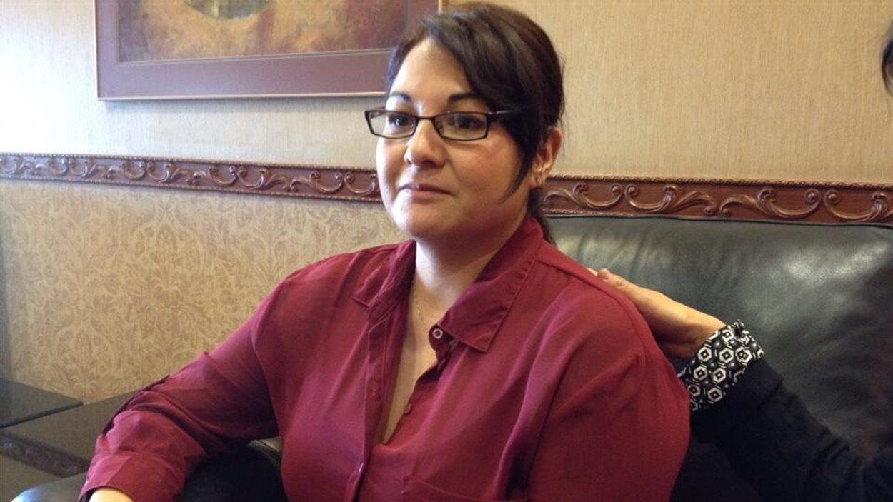 Marlene Orgeron, une femme autochtone canadienne arrachée à sa maison dans les années 1970 pour être adoptée par une famille en Louisiane, se prépare à assister à une table ronde sur la rafle des années 1960 à Winnipeg, le 24 mars 2014.