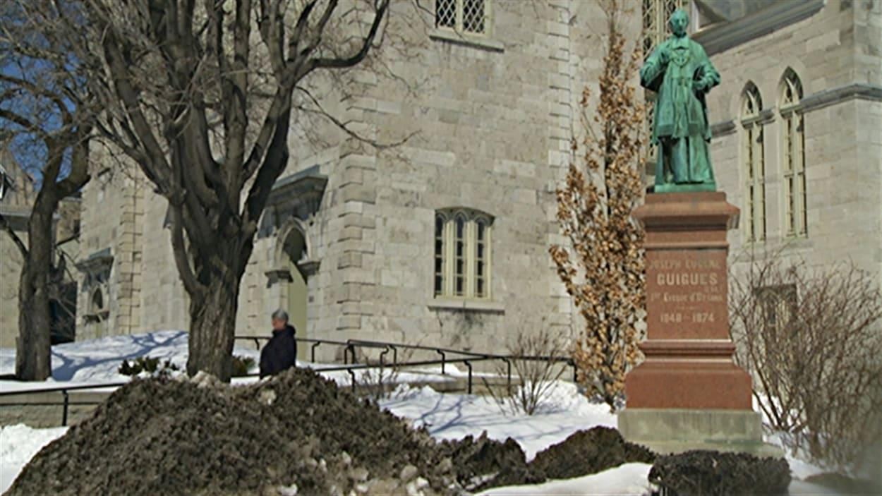 Ginette Chaumont était l'assistante de l'archevêque d'Ottawa, Terrence Prendergast.